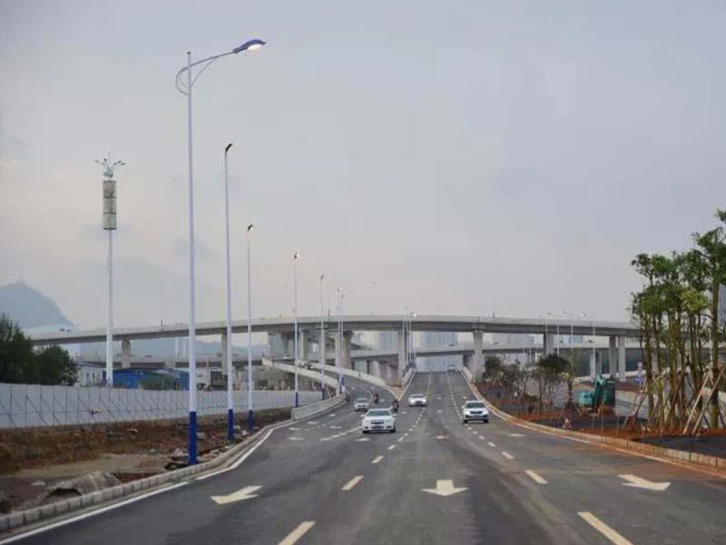 广西柳州官塘立交桥使用建筑木模板5万张